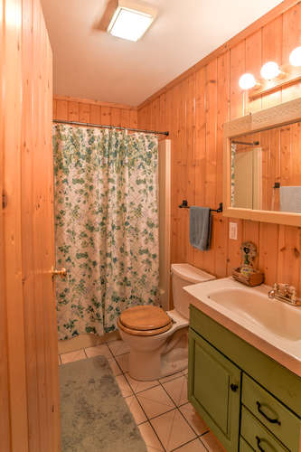 Make an offer on this home-small-022-1-Bathroom-334x500-72dpi.jpg