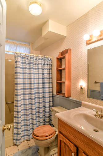Make an offer on this home-small-026-2-Bathroom-334x500-72dpi.jpg