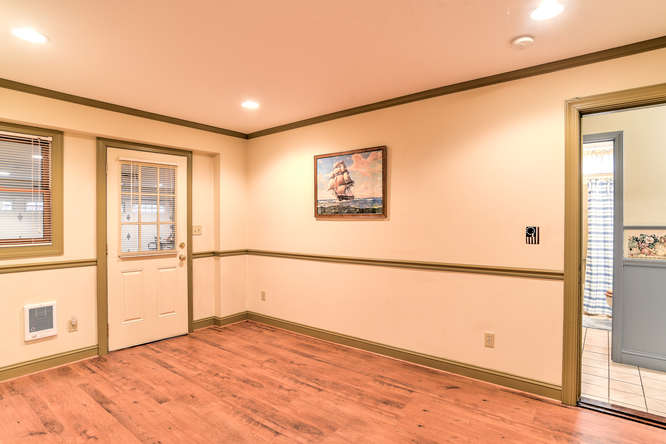 Make an offer on this home-small-029-28-Office-666x444-72dpi.jpg