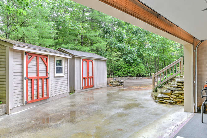 Make an offer on this home-small-032-33-Garage-666x444-72dpi.jpg