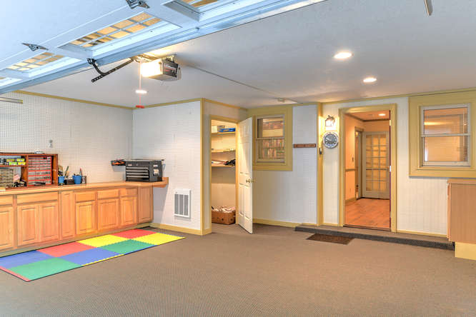 Make an offer on this home-small-033-30-Garage-666x444-72dpi.jpg