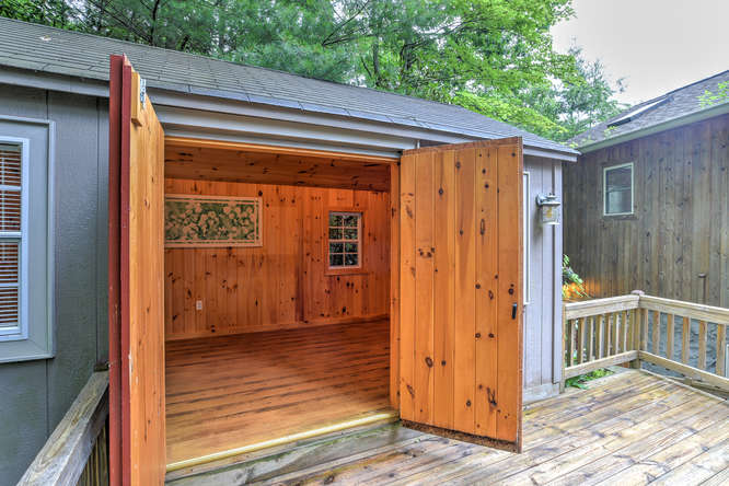 Make an offer on this home-small-036-7-Deck and Shed-666x444-72dpi.jpg