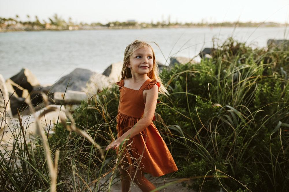 emotionstorytelling.familyphotography.fortpierce.florida.virginiaweddingphotographer.beach.Fortpierceinletstatepark-4.jpg
