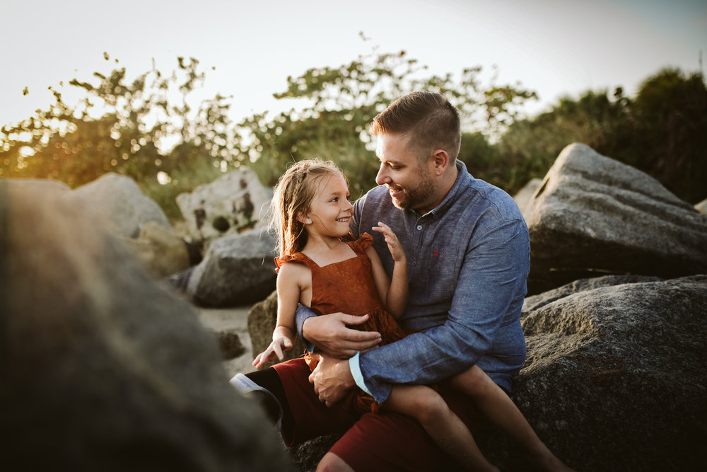 emotionstorytelling.familyphotography.fortpierce.florida.virginiaweddingphotographer.beach.Fortpierceinletstatepark-41.jpg