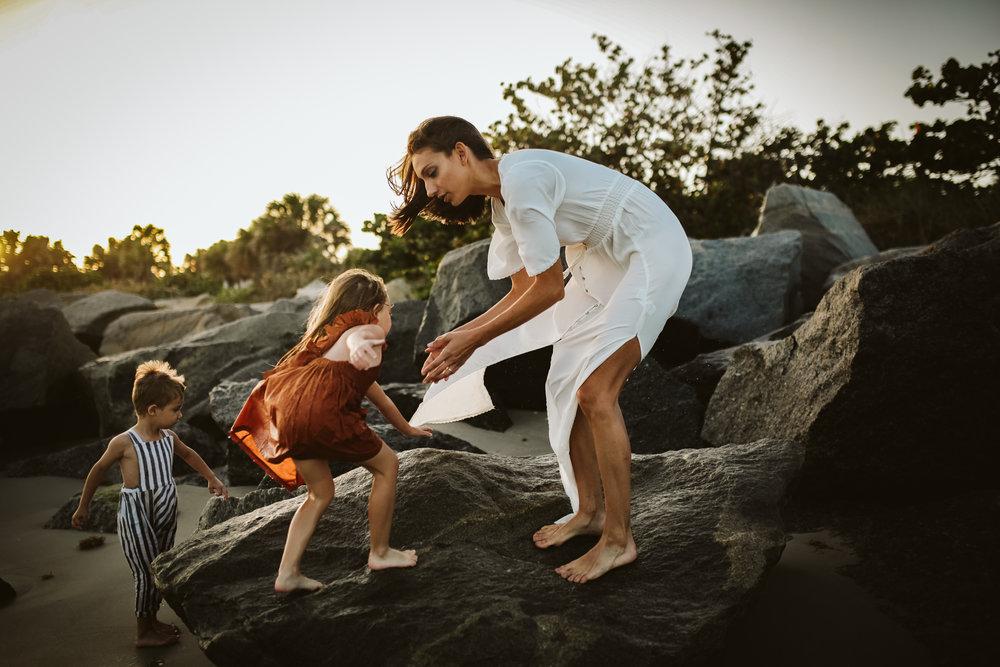emotionstorytelling.familyphotography.fortpierce.florida.virginiaweddingphotographer.beach.Fortpierceinletstatepark-48.jpg