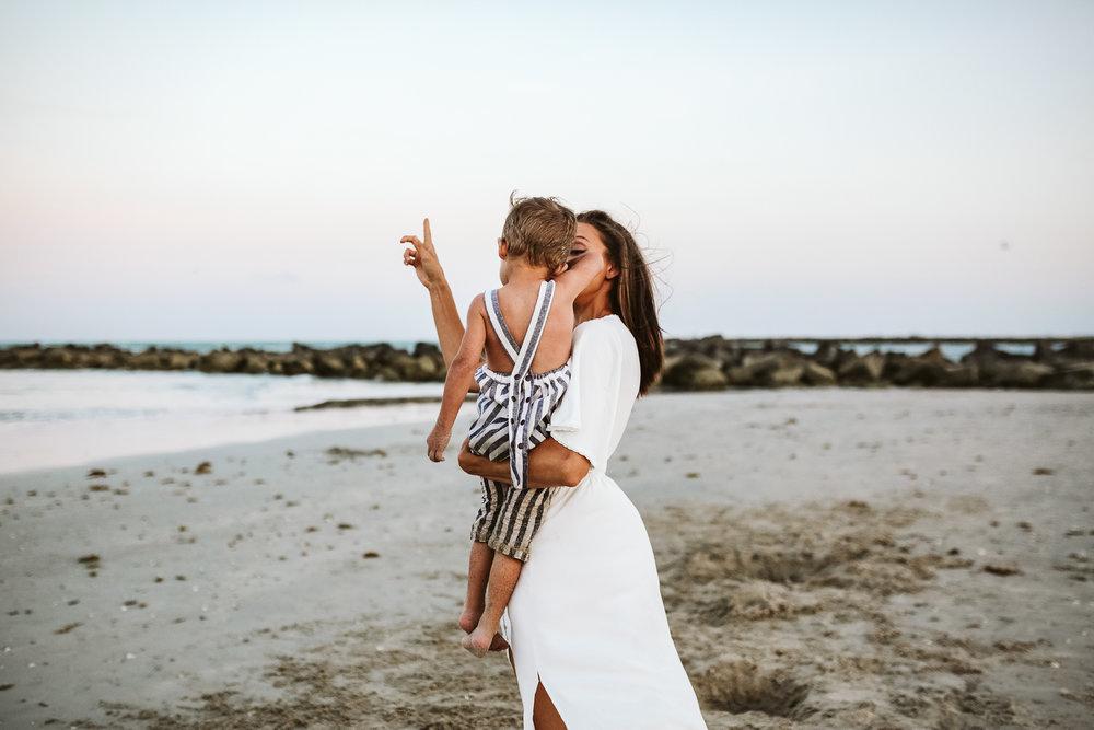 emotionstorytelling.familyphotography.fortpierce.florida.virginiaweddingphotographer.beach.Fortpierceinletstatepark-104.jpg