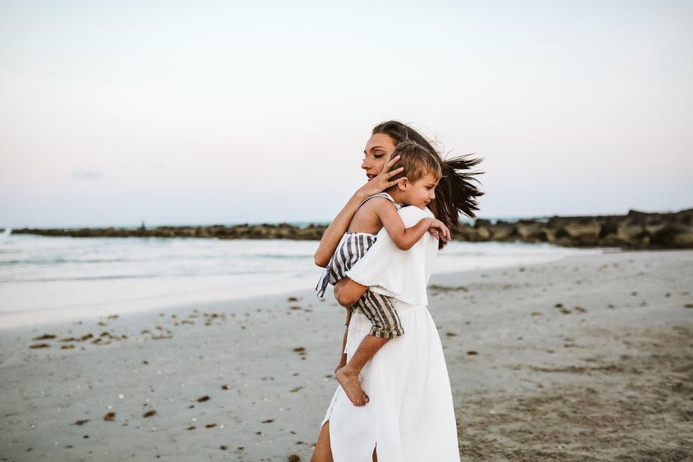 emotionstorytelling.familyphotography.fortpierce.florida.virginiaweddingphotographer.beach.Fortpierceinletstatepark-105.jpg