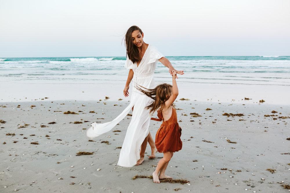 emotionstorytelling.familyphotography.fortpierce.florida.virginiaweddingphotographer.beach.Fortpierceinletstatepark-106.jpg