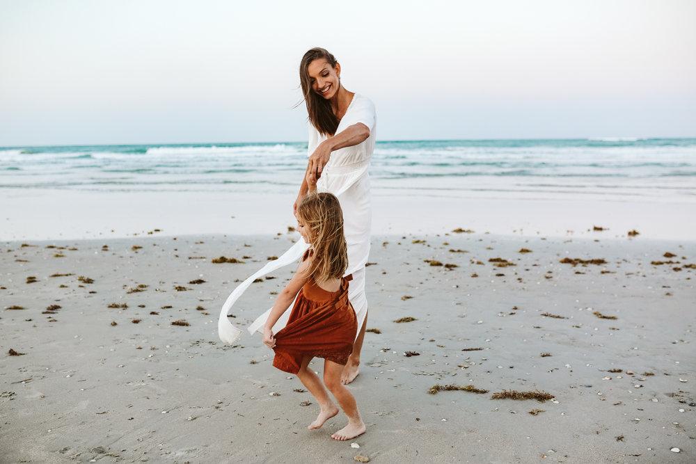 emotionstorytelling.familyphotography.fortpierce.florida.virginiaweddingphotographer.beach.Fortpierceinletstatepark-110.jpg