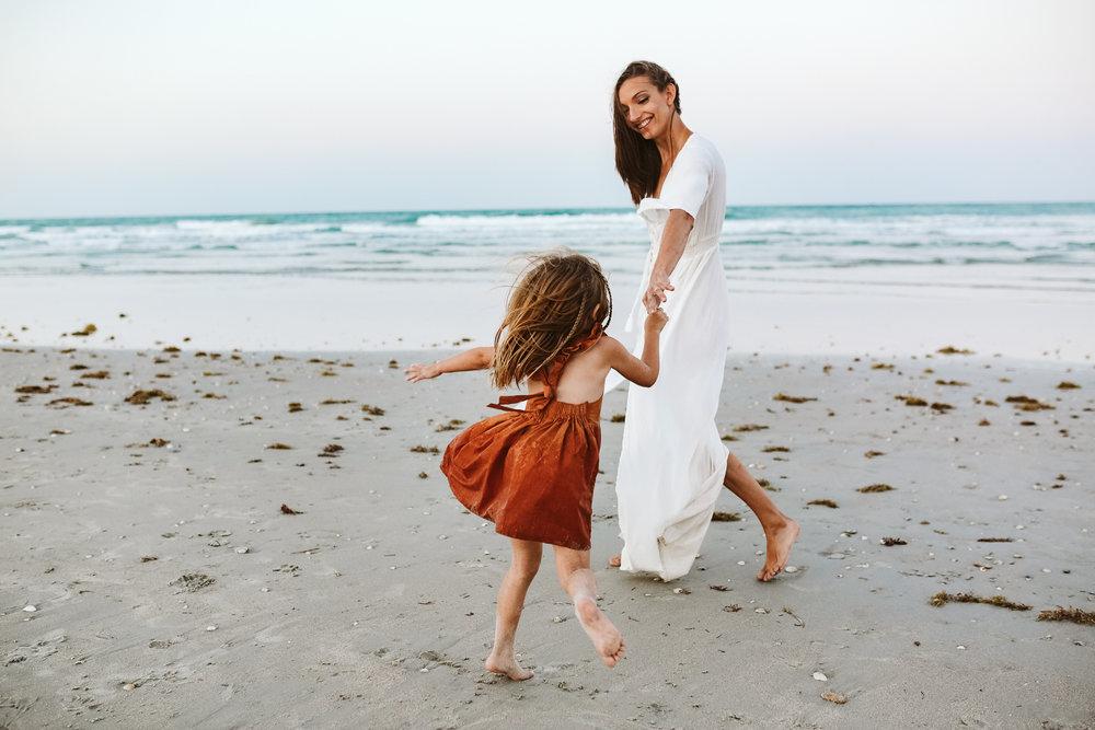 emotionstorytelling.familyphotography.fortpierce.florida.virginiaweddingphotographer.beach.Fortpierceinletstatepark-111.jpg