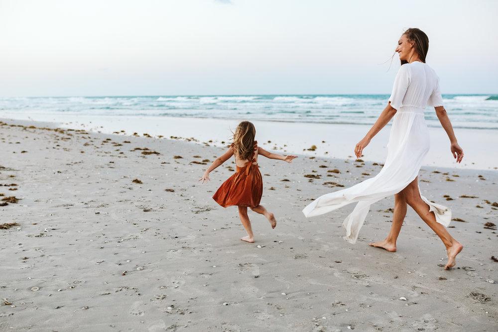emotionstorytelling.familyphotography.fortpierce.florida.virginiaweddingphotographer.beach.Fortpierceinletstatepark-112.jpg