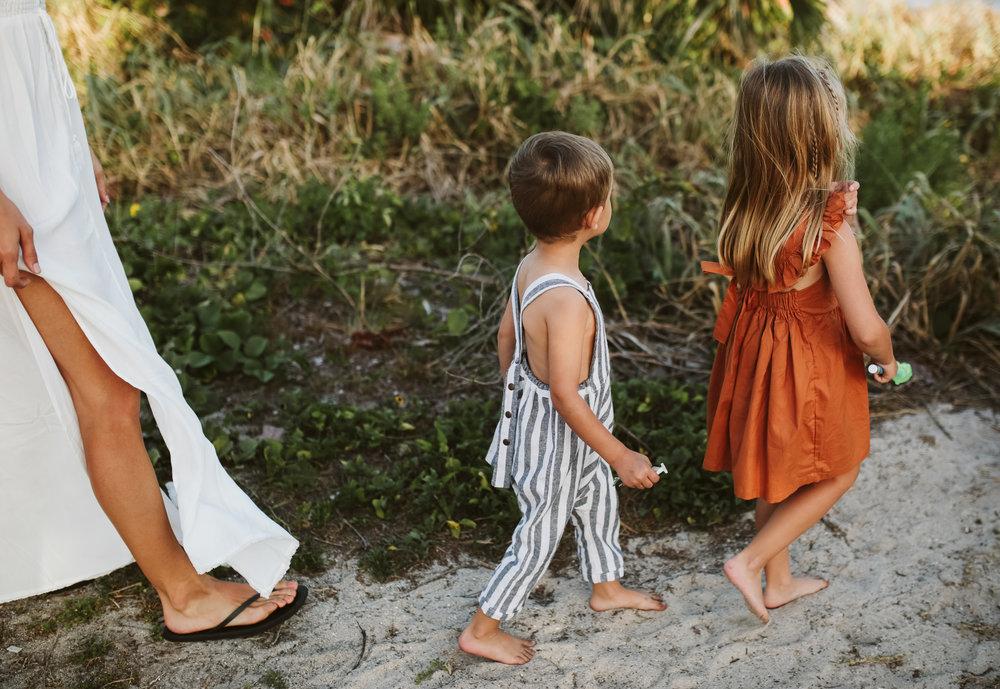 emotionstorytelling.familyphotography.fortpierce.florida.virginiaweddingphotographer.beach.Fortpierceinletstatepark.jpg