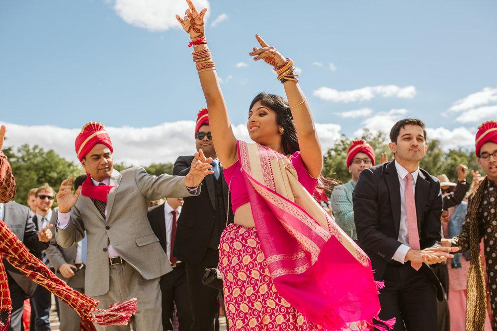 rebeccaburtphotography.hindiwedding.moraisvineyards.virginiawedding-81.JPG