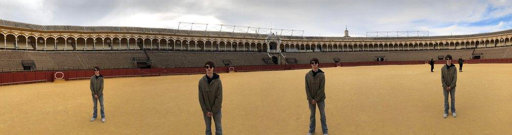 Gregs in La Plaza del Toros.