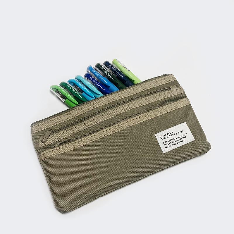 미쯔비시 시그노 펜들 + 파우치 - FROM LILY글자 쓰는 것과 다이어리 꾸미기를 좋아했던 터라, 제가 가지고 싶었던 문구류로 준비해봤습니다. 1) 저는 녹색, 파란색을 매우 좋아해서 2)소망 중 하나가 녹색, 파란색의 펜들을 전부 사보는 것이었는데요. 그래서 녹색, 파란색 계열의 미쯔비시 시그노 펜 9개를 샀습니다. 주머니가 많이 달려서 편할 것 같은 파우치도 샀어요. 펜 덕후 분들에게 제 마음이 전해지면 좋겠습니다 >_<
