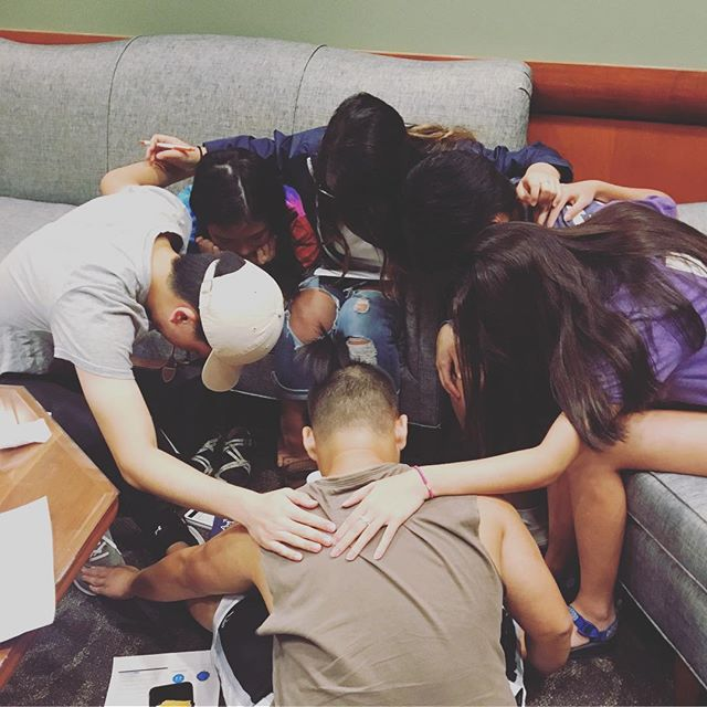 Some of our small group leaders praying for your small groups! Excited to launch our small groups this upcoming week. If you want to be in one, fill out our contact form in the bio☝️