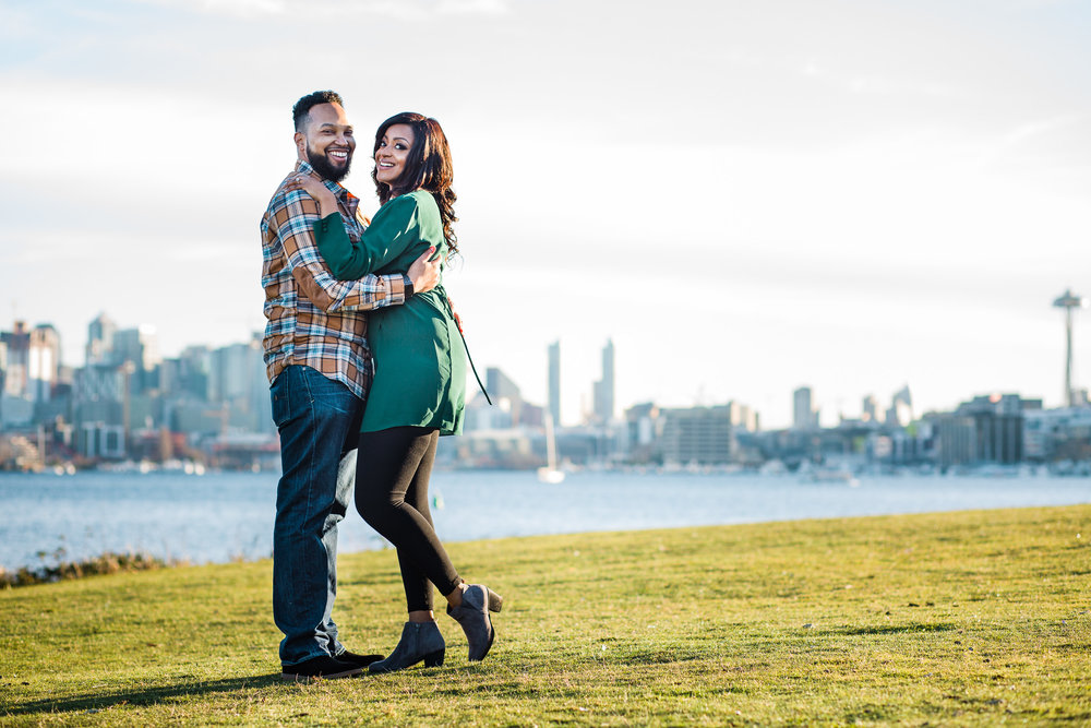 Gas Works Park Engagement by Zoe Litaker Photography