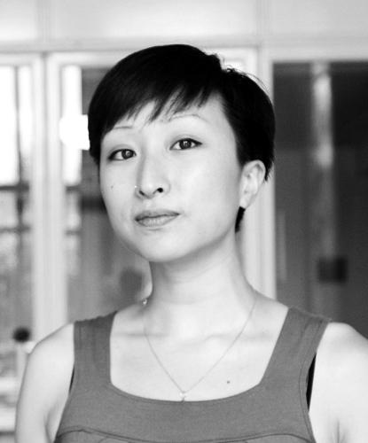 Annie Goh, 艺术家、研究员,主要从事声音、空间、媒体艺术,研究艺术生成过程与社会文化环境之间的交互。在德国获得了声音研究、生成性艺术、德国与欧洲研究三个学位。作品曾在伦敦White Building、LEAP Art Hack Day、柏林新媒体艺术节、东京涩谷现代艺术馆、柏林NGBK、海德堡艺术协会等地展出。发表了以维兰•傅拉瑟、声音研究、生成性艺术、女性主义、考古声学等为主题的文章。2013年成为柏林跨媒体艺术节联合策展人,目前任柏林艺术大学艺术与媒体专业与洪堡特大学媒体理论专业客座讲师。