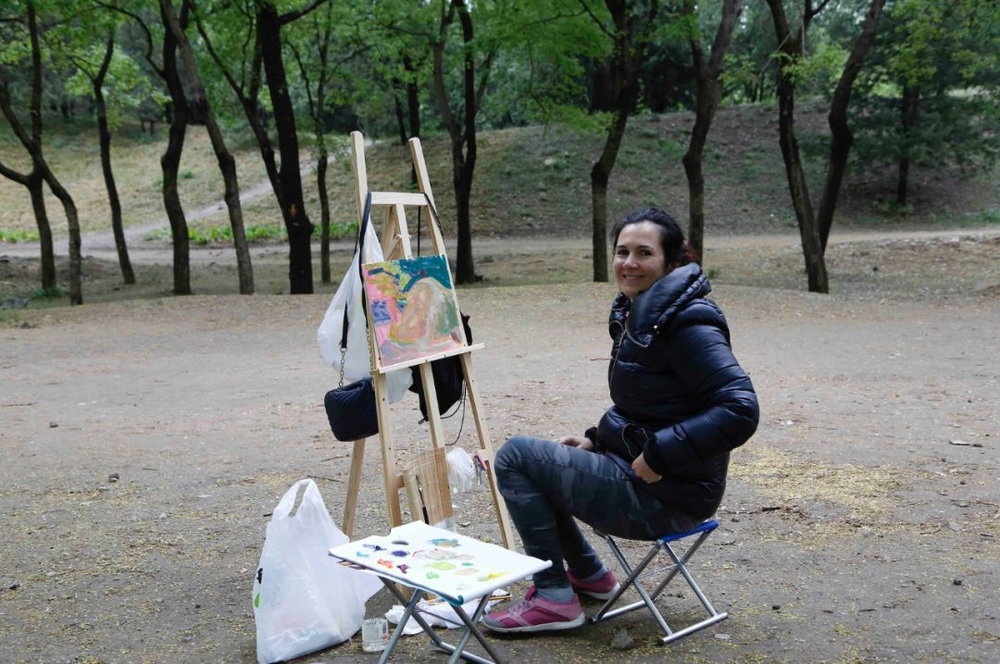 埃琳娜·斯托娃参加中间美术馆的写生活动