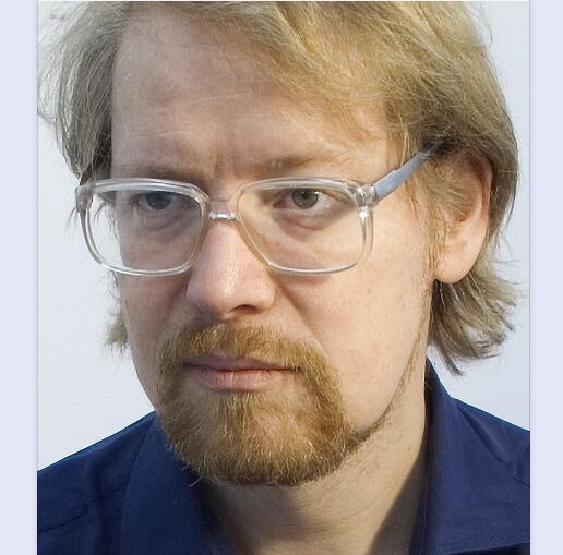 "Jörg Heiser是德国柏林艺术大学的艺术理论教授和艺术研究所所长。他曾是frieze杂志的编辑委员会成员,二十年来一直是这个杂志的作者。他撰写了大量著作,包括《惊变——当代艺术中的重要问题》(2008年)和《艺术和流行音乐的双重生活》(2018年,即将出版)。他的策展项目包括""罗曼蒂克的观念主义""(柏林Buero Friedrich和Bawag基金会,维也纳,2007/2008年),""摩纳哥不眠之夜""(蒙特卡洛,2016年),以及与Cristina Ricupero和Gahee Park一同策划的2018年釜山双年展。"