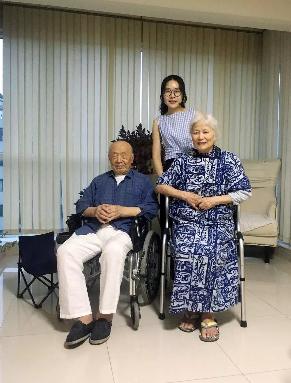 A group photo of Peng Weihua and artist couple Ling Gang and Pang Tao
