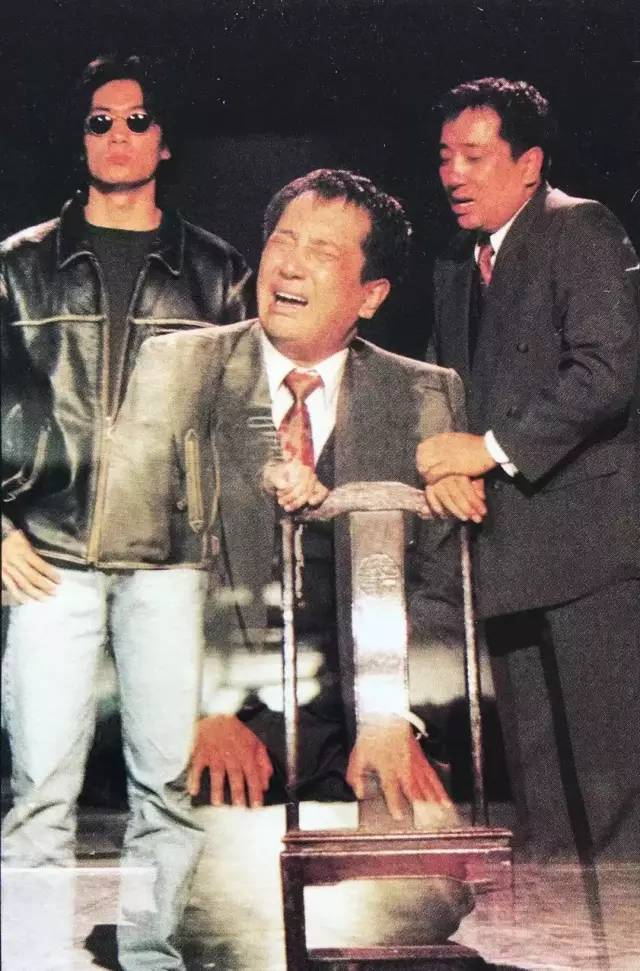 95'首届广东现代艺术小剧场展演,张献参演话剧作品《拥挤》,演员:桑吉加、林峰