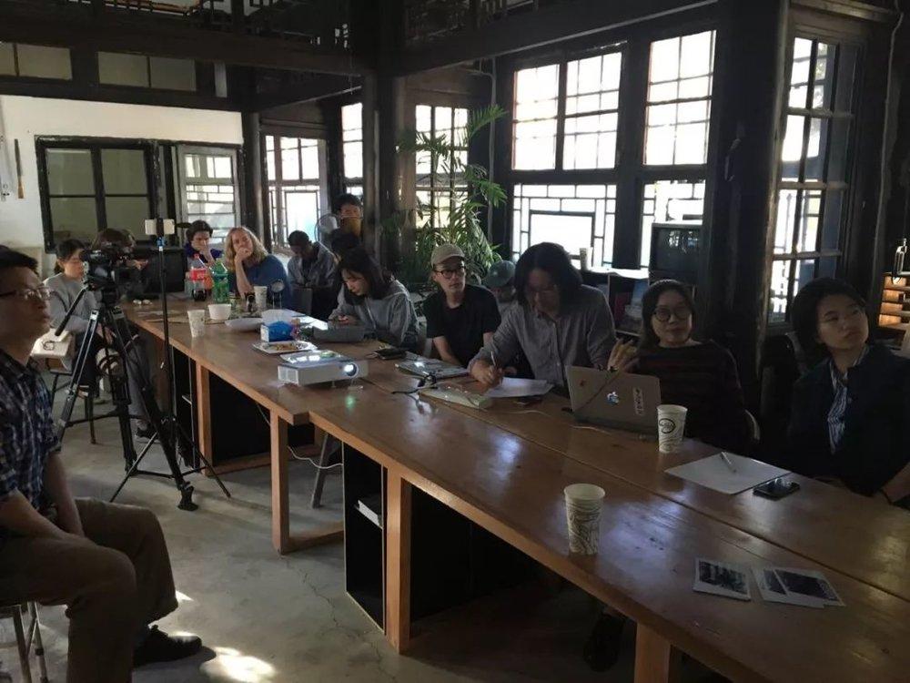 9月29日,中间美术馆驻留艺术家Alvin Luong与研究员彭伟华在激发研究所演讲