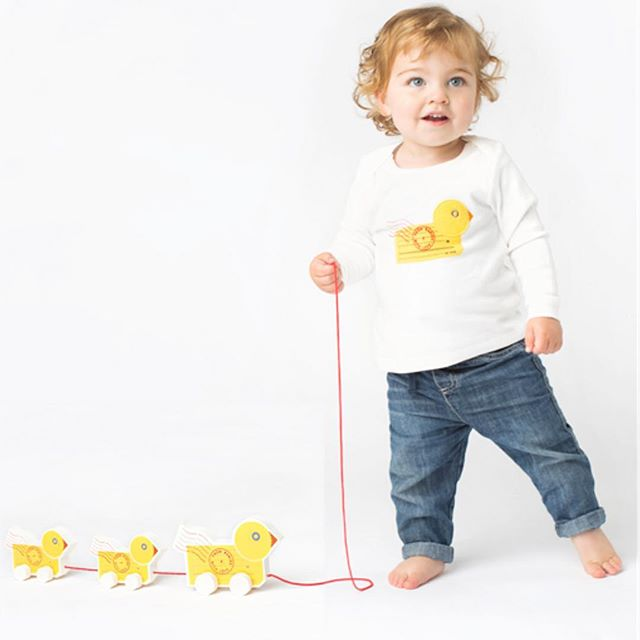 From Babies with Love - Orgánica y justa. Destina parte de sus beneficios a Aldeas Infantiles SOS.Sede: Reino UnidoPrecio: €Envíos: A todo el mundo con gastos de envíoPágina web: www.frombabieswithlove.org