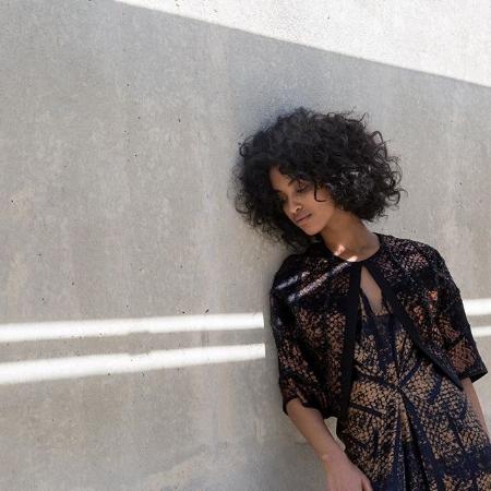 Zero + Maria Cornejo - Diseños duraderos, telas sostenibles, con fabricación principalmente en Nueva York. Colaboraciones con mujeres artesanas.Sede: Nueva York, Estados Unidos.Precio: €€€Envíos: Más gastos de envío para todo el mundo.Página web: www.zeromariacornejo.com