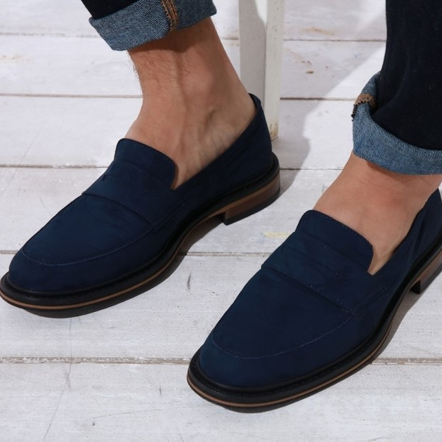 Bourgeois Boheme - Vegan made in Portugal. Use mainly sustainable material.Based In: UKPrice Range: €Shipping: Free to UK. Worldwide for a fee.Note: most of the shoes also contain synthetic material.Webpage: www.bboheme.com