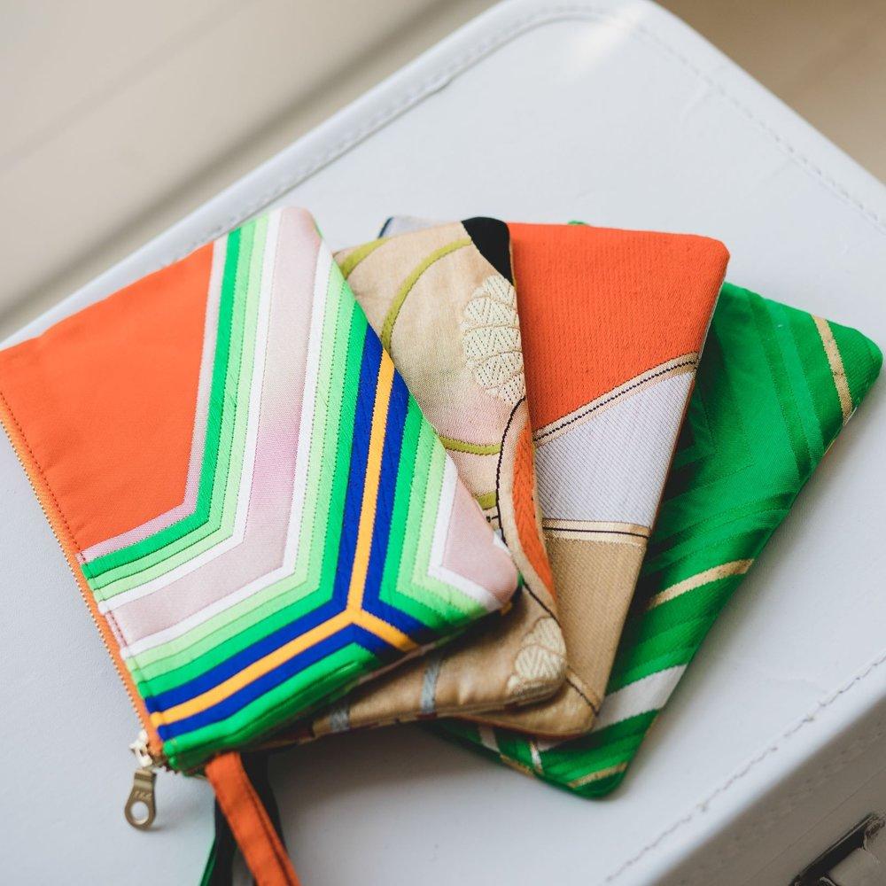 Friends That Rhyme - Hermosas piezas únicas hechas a mano con accesorios hechos con obi japonés vintage (parte del kimono).Sede: AlemaníaPrecio: €€Envíos: Más gastos de envío para todo el mundo.Página web: www.friendsthatrhyme.com