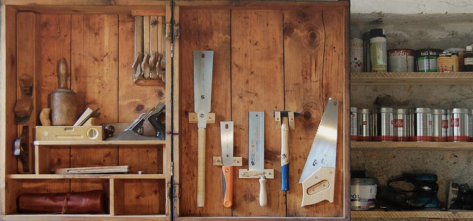 Obnova omarica za orodje v delavnici / 2012