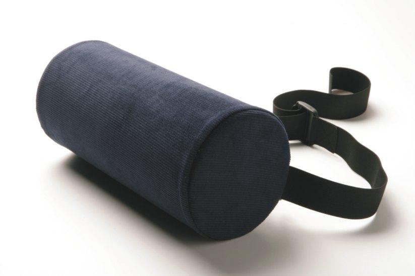 Original McKenzie Lumbar roll® - Drieková opierka poskytuje ideálnu oporu pre driekovú chrbticu a je nevyhnutná pre ľudí s problémami v dolnej driekovej chrbtici. Pri nesprávnom sedení sa zvyšuje tlak vo vnútri platničky v driekovej chrbtici a dochádza k bolestiam v tejto časti chrbtice. Preto je ideálna predovšetkým pre sedavé zamestnania a šoférovanie.Pri správnom používaní znižuje tlak na medzistavcové platničky chrbtice a tak predchádza vzniku bolestí chrbtice.Cena: 32,00€ s DPHObjednať→