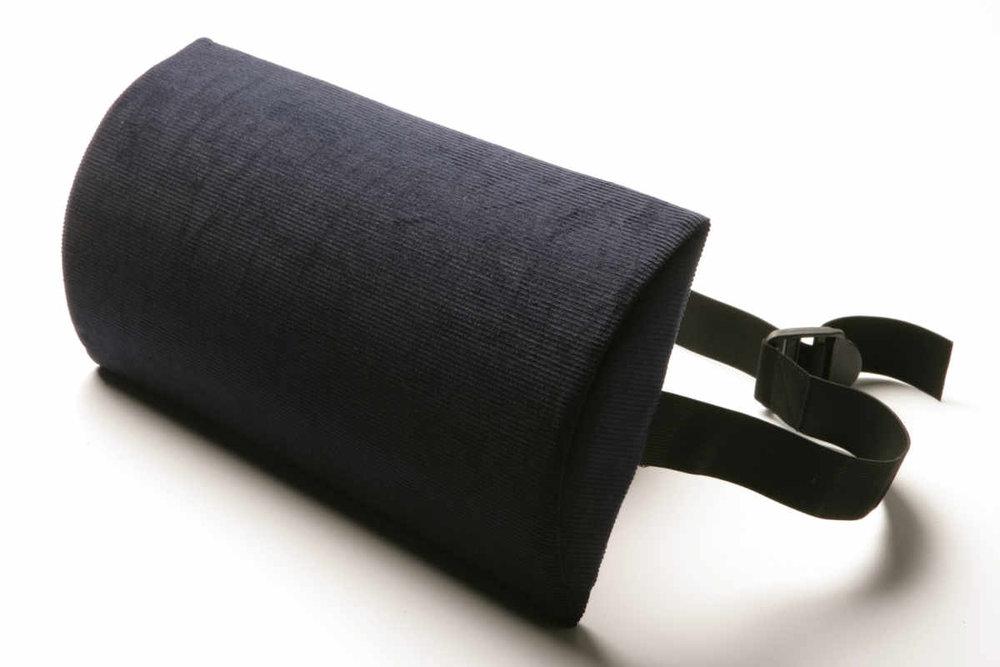"""The Original McKenzie® SlimLine - The Original McKenzie® SlimLine je drieková opierka vhodná predovšetkým pre šoférov, je navrhnutá na používanie do auta, na stoličky a sedadlá s už zakomponovanou podporou driekovej chrbtice, ktorá však stále nie je dostatočná.Je tiež ideálna pre starších ľudí alebo drobné osoby a pre tých, ktorí majú limitovaný rozsah pohybu v oblasti driekovej chrbtice, čo im nedovoluje použiť """"Roll"""" väčšej veľkosti.Cena: 30,50€ s DPHObjednať→"""