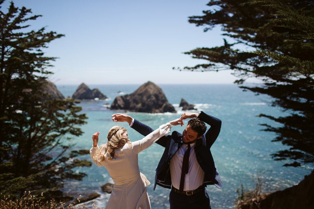 Tess & Patton - Mendocino, CAVenue: Cuffey's CovePhotographer: Clara Rice