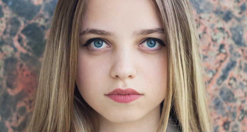 Horizontal-portrait-of-a-young-blond-girl-with-trendy-make-up-and-hairstyle.-Teenager-with-big-blue-eyes-and-brightly-tinted-lips.jpg