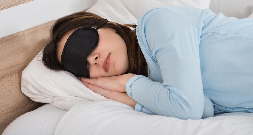 Woman-Sleeping-With-Eyemask-On-Bed.jpg