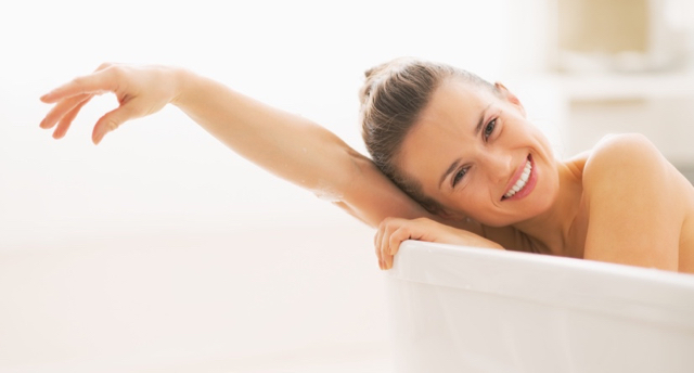 Portrait-of-smiling-young-woman-in-bathtub.jpg