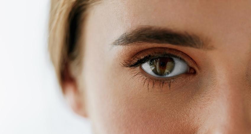 Closeup-Of-Beautiful-Girl-Eye-And-Eyebrow-With-Natural-Makeup.jpg