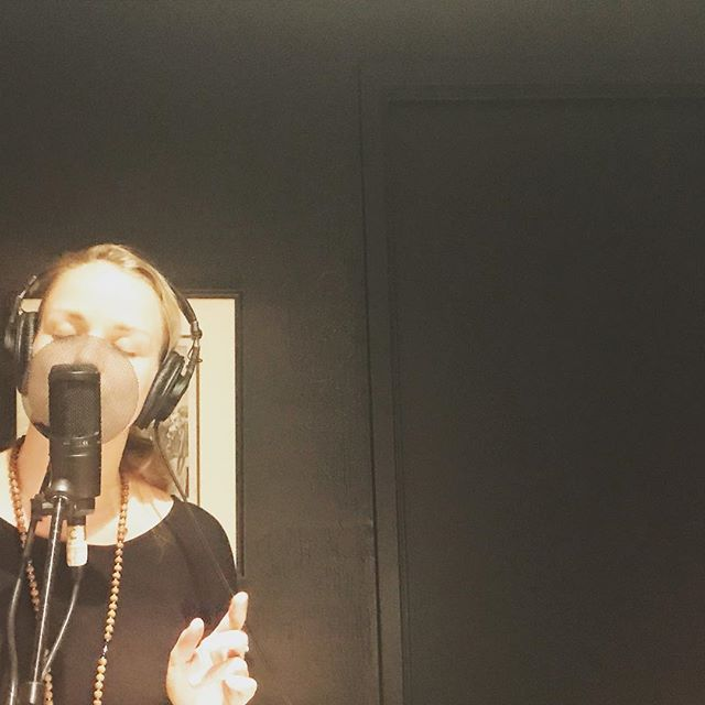 #shesings #amazing #talented @lalaleau @larissawatersmusic #recordnumbertwo #wanderinghearts