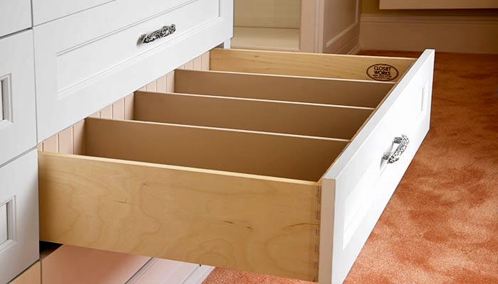 DOVETAIL DRAWER BOX WITH UNDER-MOUNT SOFT-CLOSE GLIDES