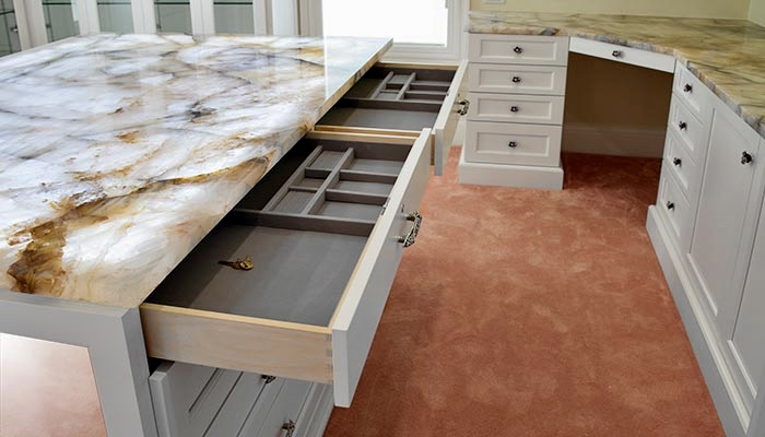 INSERTS ORGANIZE JEWELRY, AND AVAILABLE DRAWER LOCKS SECURE THE JEWELRY.