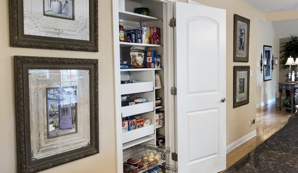 REACH-IN PANTRY WITH PULL-OUT SHELVING AND BASKETS