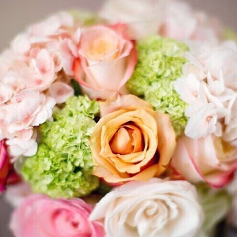 Don't let your flowers go to waste. Arrangements can usually be donated to retirement homes, shelters or gifts to loved ones. #nunezweddings #donateyourflowers #florals #floristlove #celebrate #bouqet #botanical #instablooms #beauty  (at Vancouver, Washington)