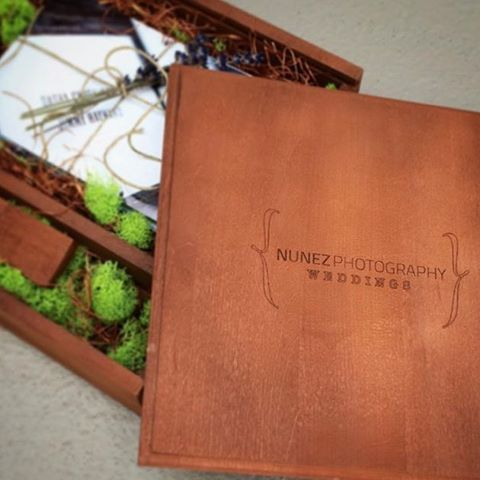 The attention to details is what makes it special!  #nunezweddings #insta180 #day4 #presentationbox #naturalmaterials  #weddingtime  (at Vancouver, Washington)