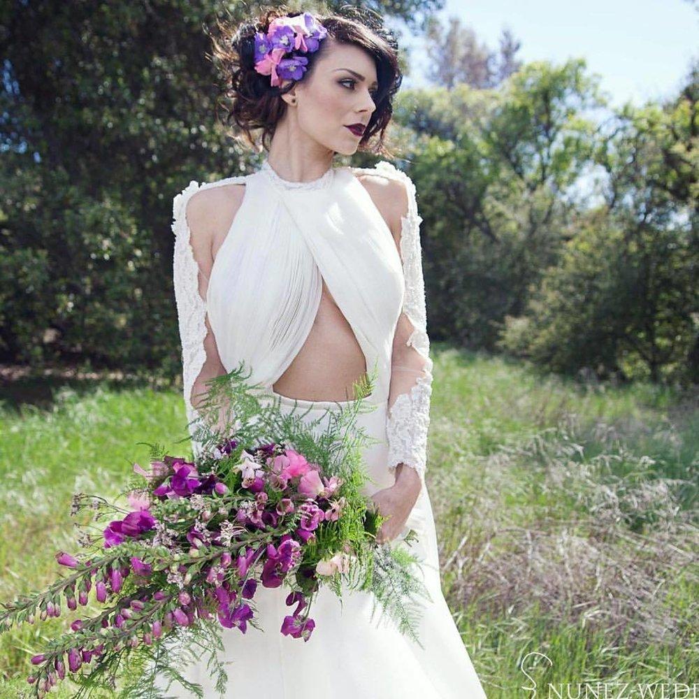 #tbt with the beautiful @skullysmith in an original @michellehebertofficial  #flowers @houseofmagnolias #makeup @iamleah  #hair @maryluartistry #nunezweddings #springweddings #weddingphotographer #desinationweddings #pdx #la #va (at Owl Creek Weddings)