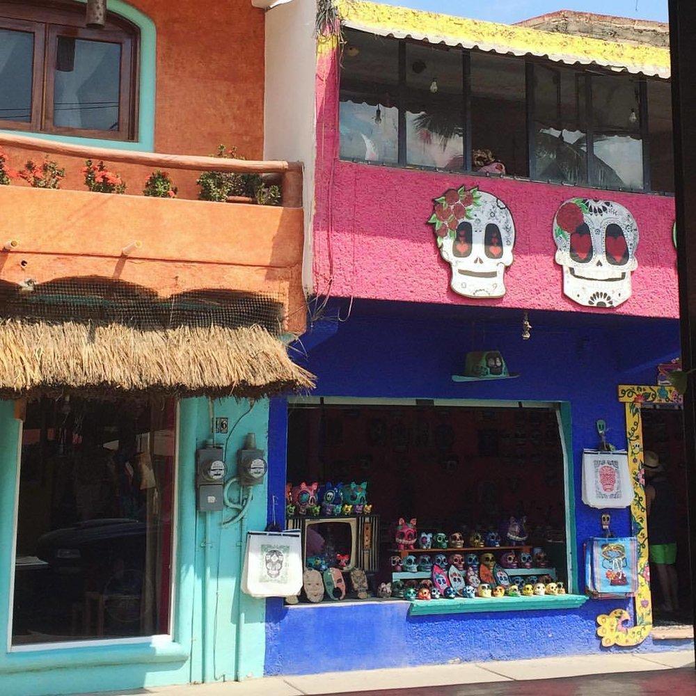 😍#nunezphotography #sugarskulls #losmuertos #mexico (at Sayulita, Nayarit, Mexico)