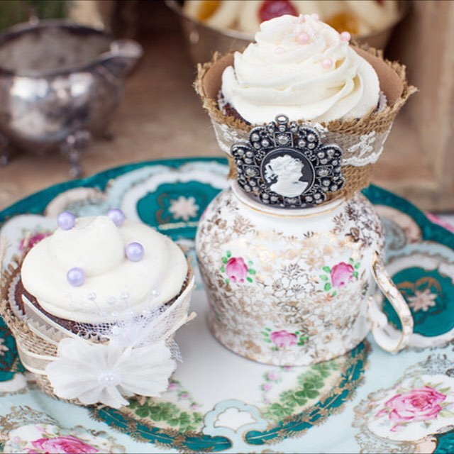 A detailed shot of these tasty & beautiful #cupcakes made by @ellatini_confections | China @sugarbakerandtoad | #nunezweddings #china #vintage #delicious #weddings #events #owlcreekweddings #teacups #teaset #dessert #weddingplanner #lifeisgood #beauty (at Owl Creek Weddings)