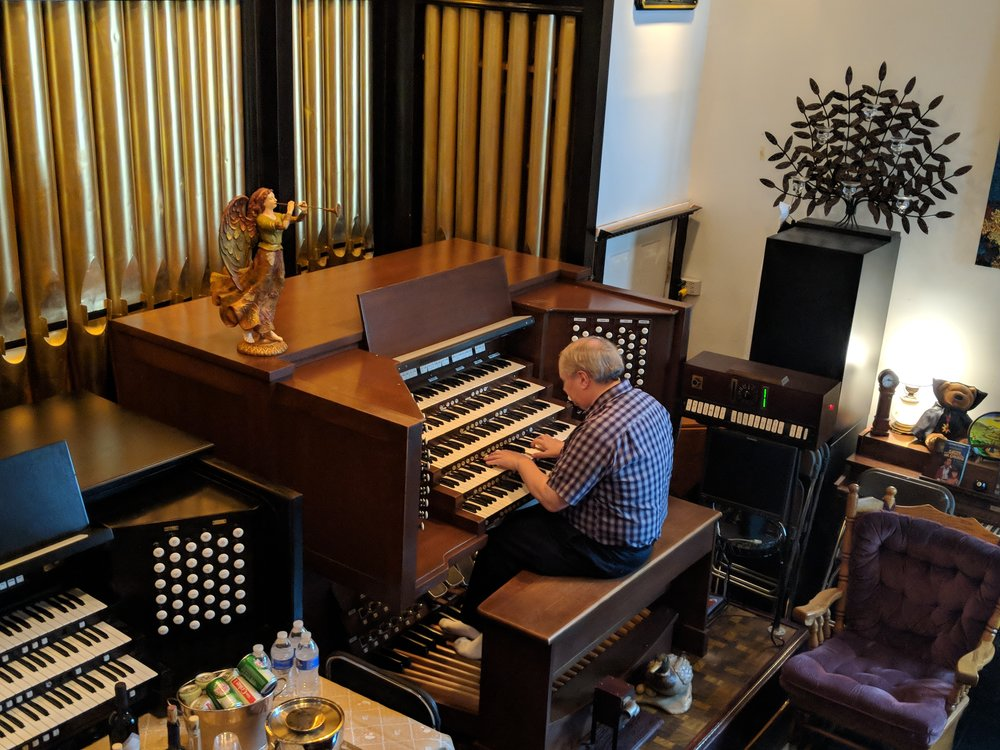 Michael Gaffney Demonstrates his 86 Rank Instrument at Full Organ