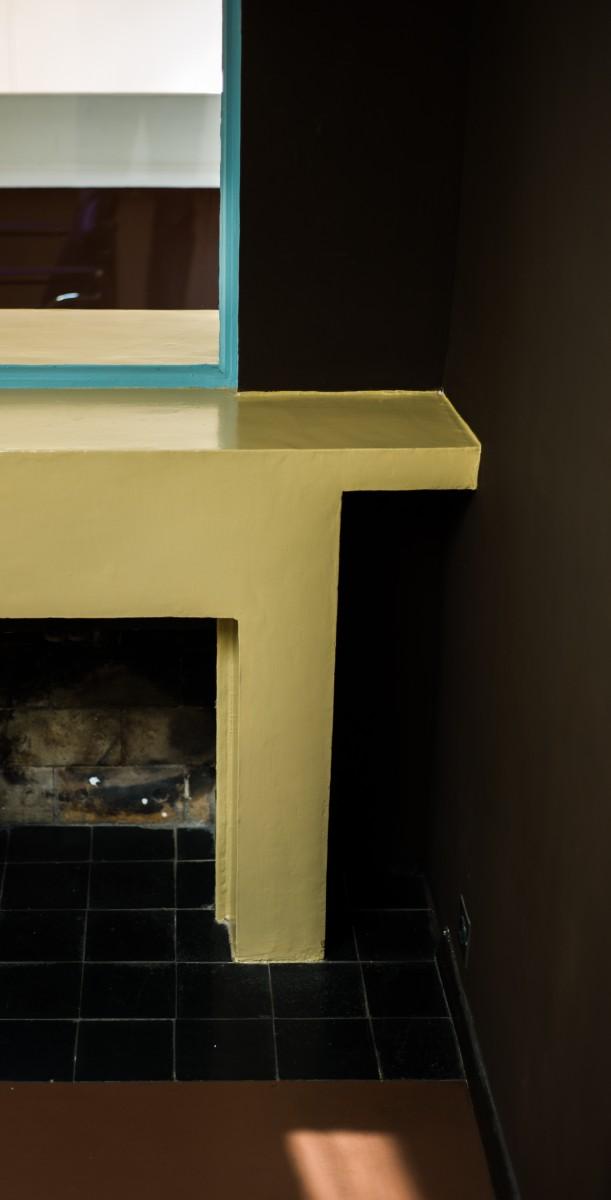 2-fireplace-10147071-611x1200.jpg